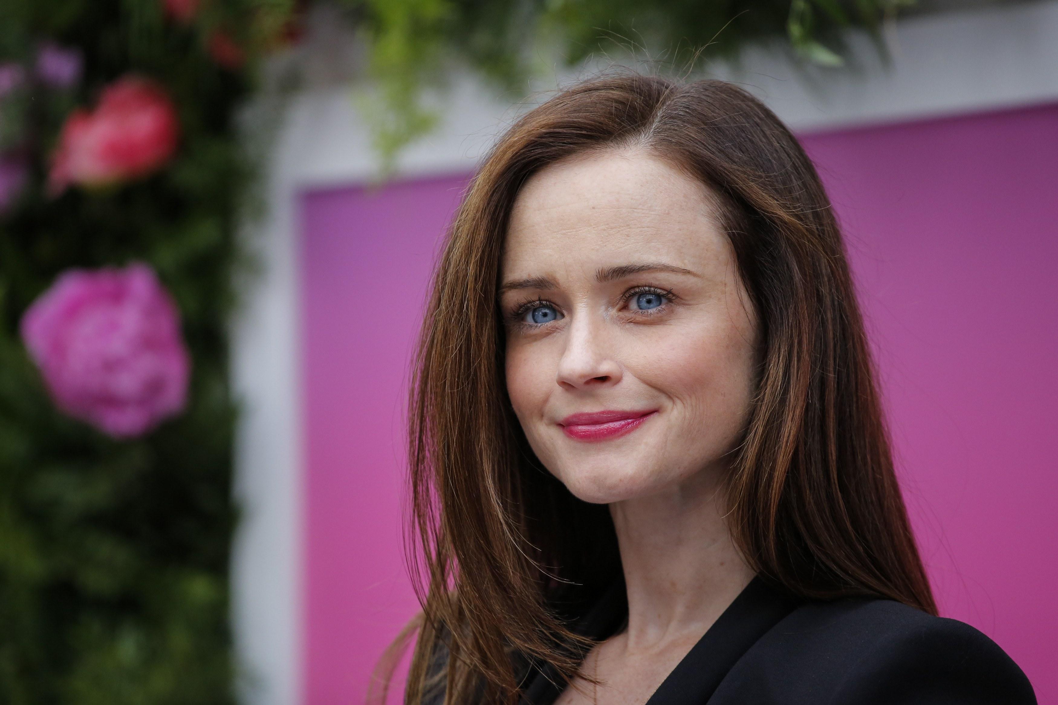 Jennifer Finnigan summary | Film Actresses